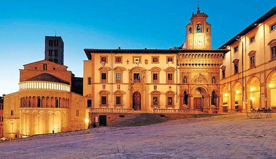 Arezzo_piazzagrande.jpg